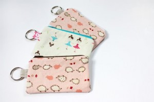 Zippered-pouch-sewing