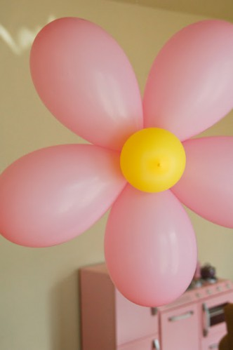 Balloon Flower Party Decorations Tutorial