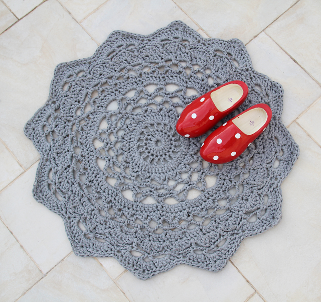 Free Crochet Pattern For Rug : Giant Crocheted Doily Rug Pattern ? AllCrafts Free Crafts ...