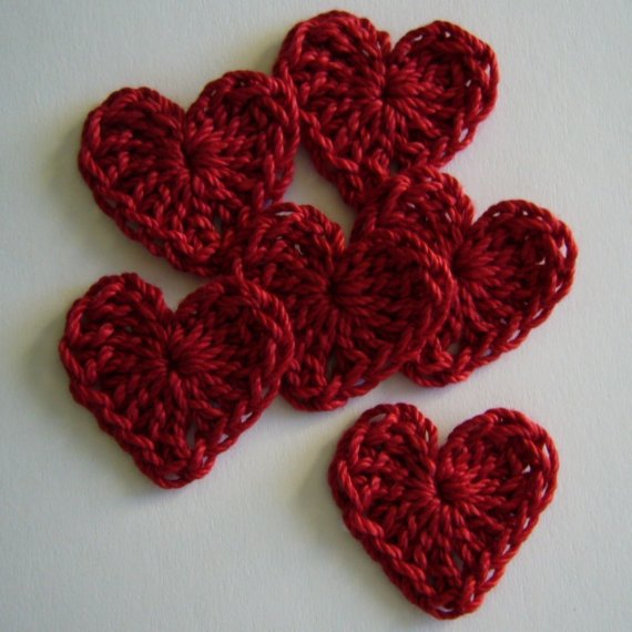 Crochet Valentine : quick Valentine?s decorations with this easy Crocheted Valentine ...
