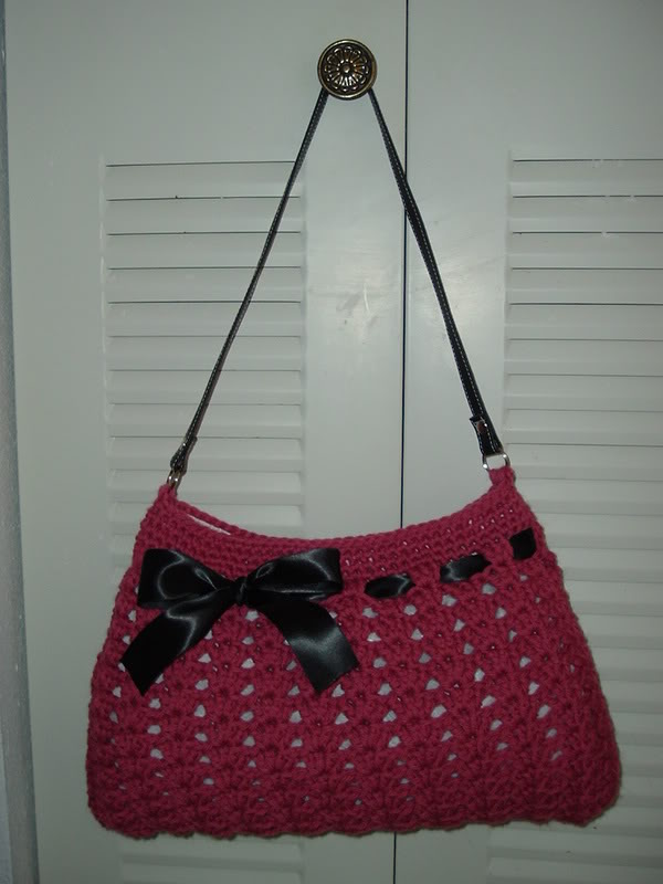 Crochet Hobo Bag : Been looking for a cute new bag and I found this Crochet Hobo Bag ...