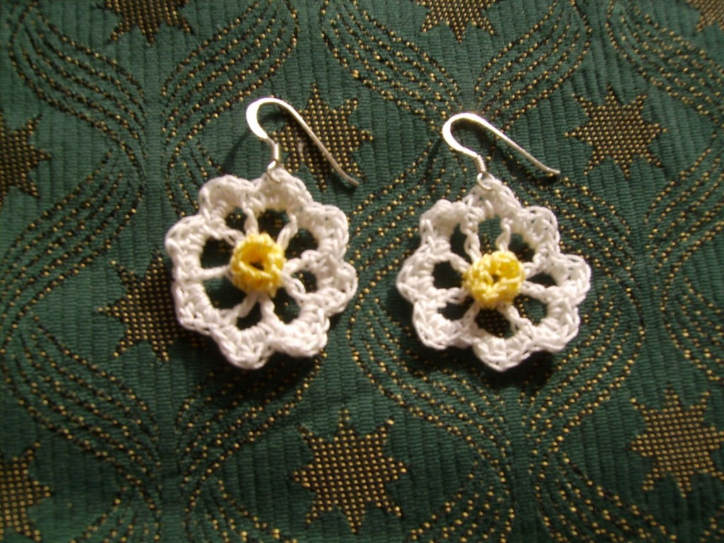 Daisy Daisy Free Crochet Earrings Pattern