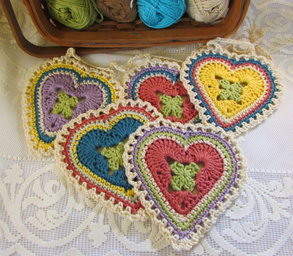 Crochet Patterns Hearts : in this Granny Sweetheart Crochet Pattern . Such a fun little pattern ...