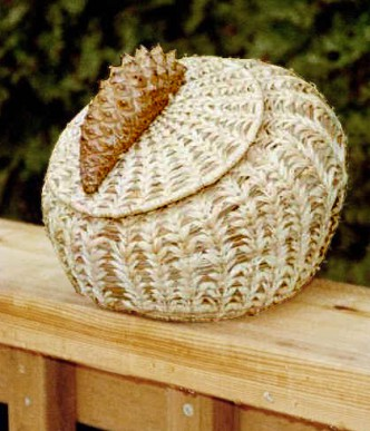 Pine Needle-Raffia Basket Making