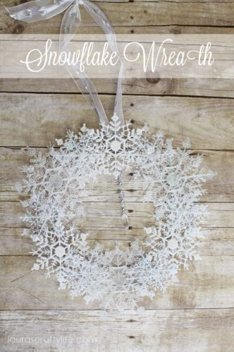 Easy Snowflake Wreath